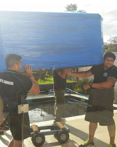 Spa Pool Movers in AUckland moving the spa pool securely